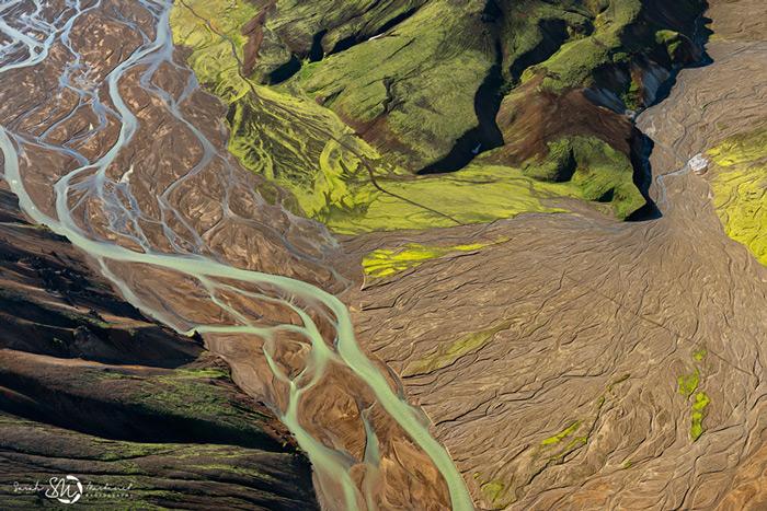 Пейзажи Исландии в аэрофотографиях Сары Мартинет_5