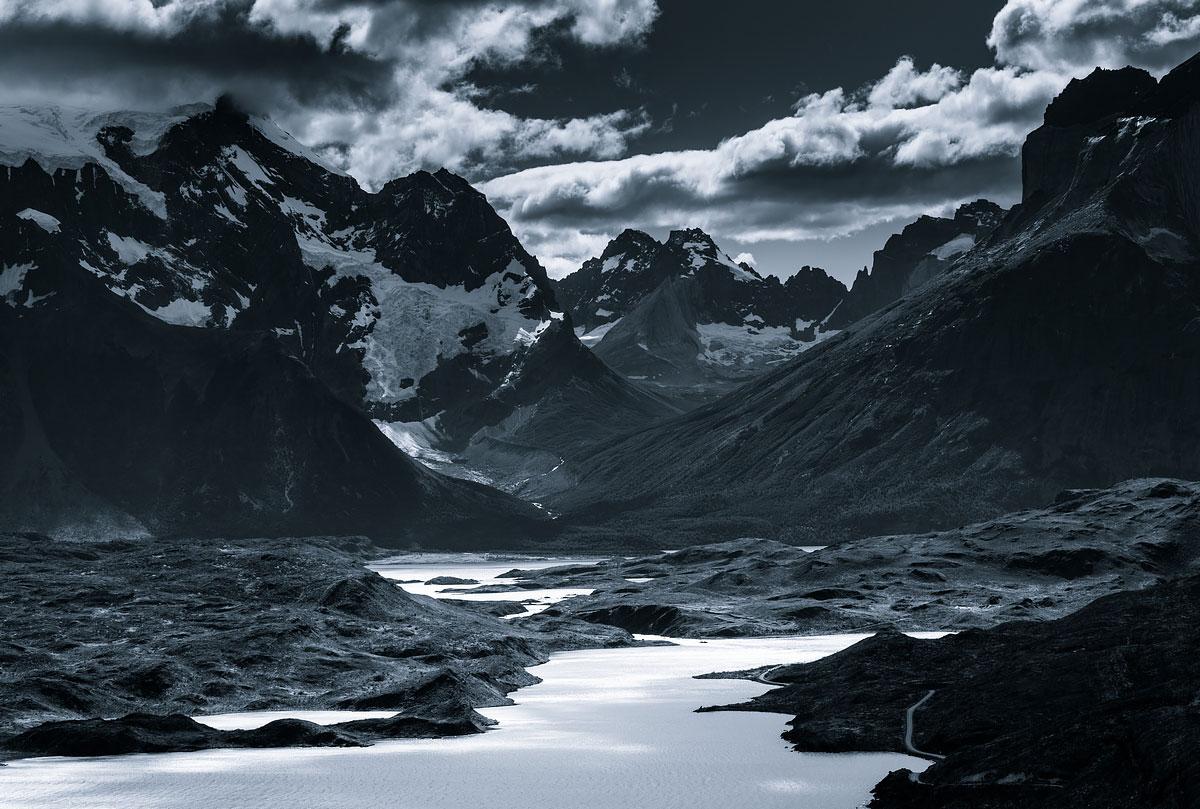 «Монохромные горы» - пейзажные фотографии с таинственным горизонтом