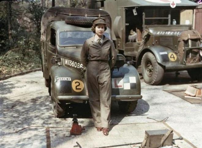 Королева Елизавета во время военной службы