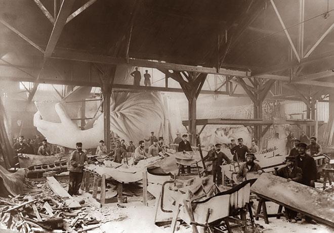 Строительство статуи Свободы в Париже, 1884 год
