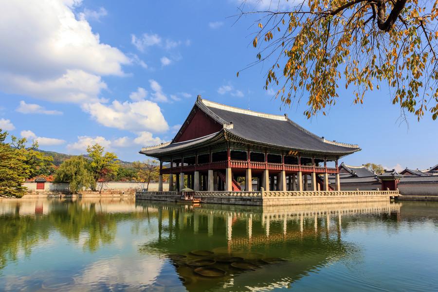 Дворец Кёнбок (Gyeongbok) в Сеуле, Южная Корея