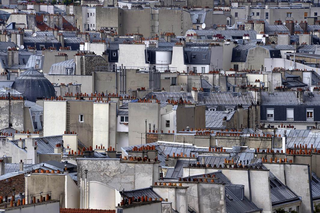 В Париже даже крыши красивые. Фотограф Майкл Вольф - 6