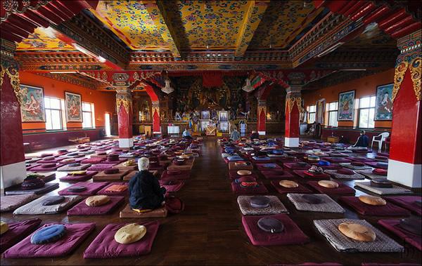 Монастырь в Непале