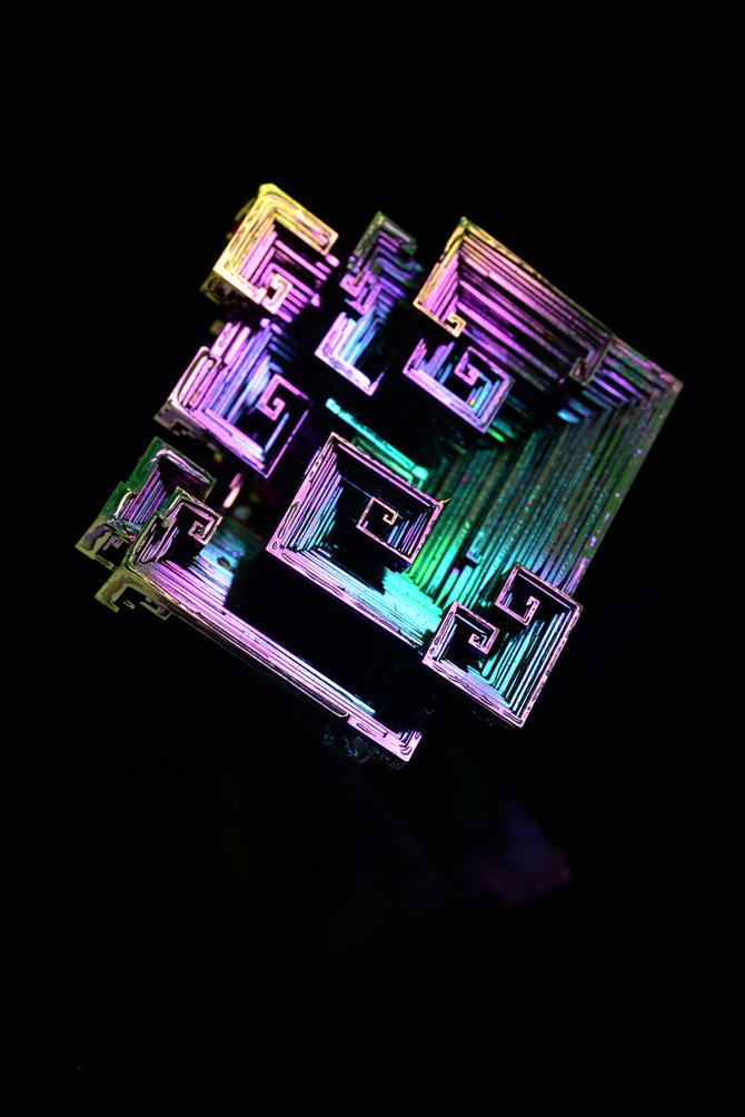 Макросъёмка химических элементов из таблицы Менделеева от Р. Танака