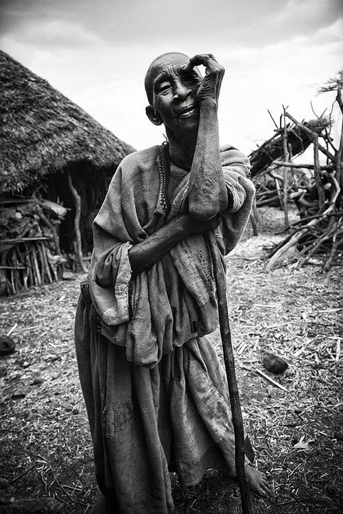 19 26 povsednevnaia Повседневная жизнь африканских племен в фотографиях Марио Герта (Mario Gerth)