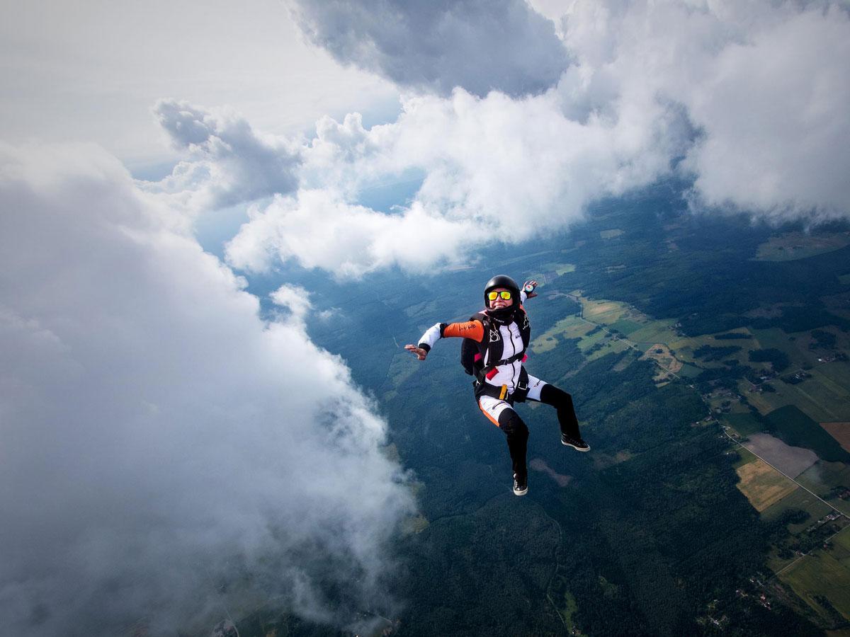 Великолепные аэрофотографии в свободном падении от шведского парашютиста
