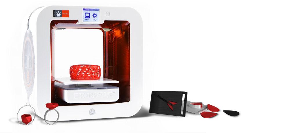 3D-принтер EKOCYCLE Cube утилизирует пластиковые бутылки