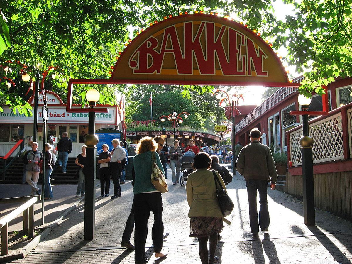 Средневековый парк развлечений, который всегда приветствует посетителей