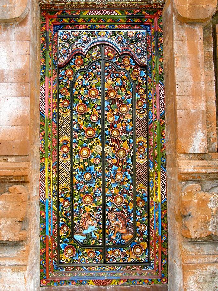 Самые красивые и интересные двери со всего мира - 26 фото