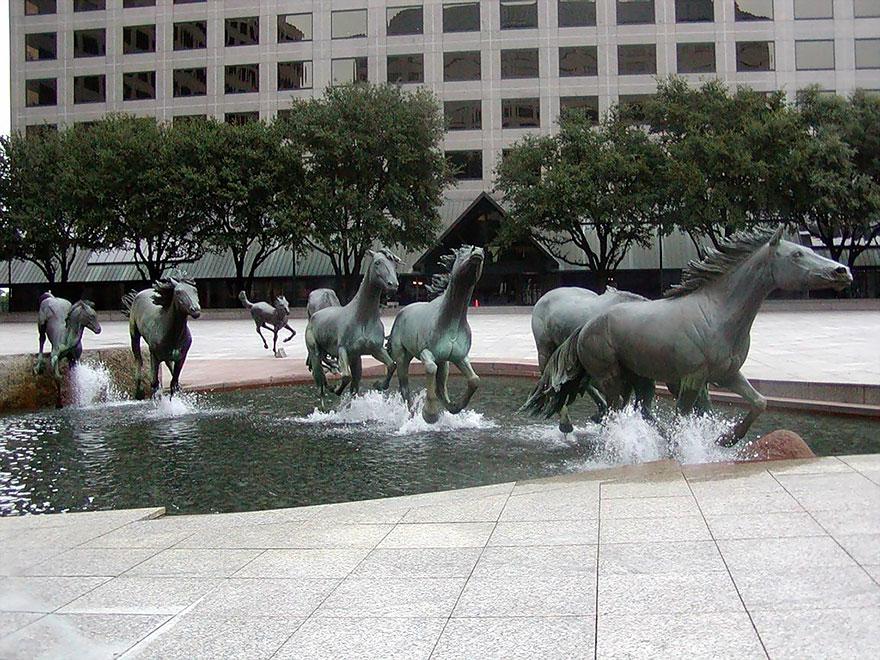 25 самых креативных скульптур и статуй со всего мира-2