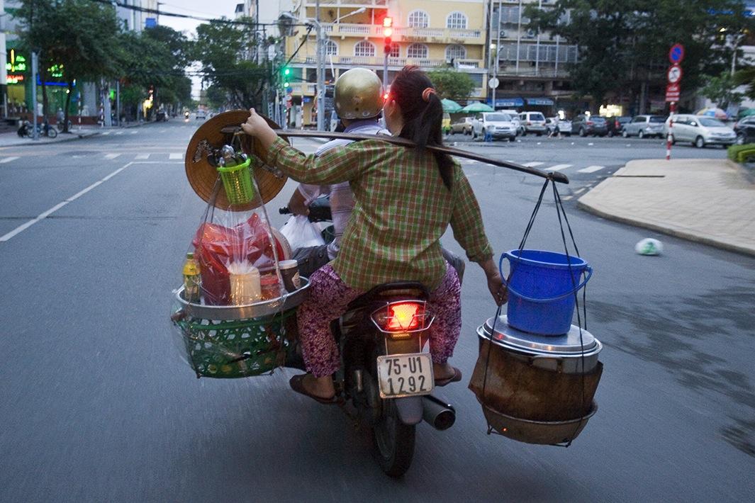 Находчивые вьетнамские мотоциклисты-24