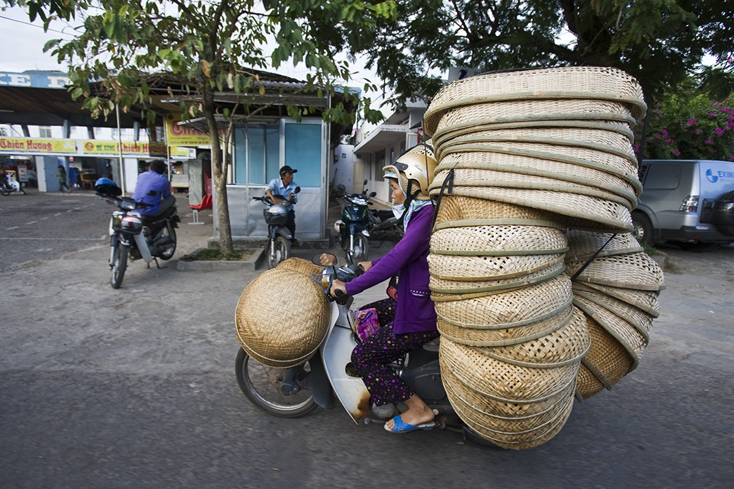Находчивые вьетнамские мотоциклисты-11