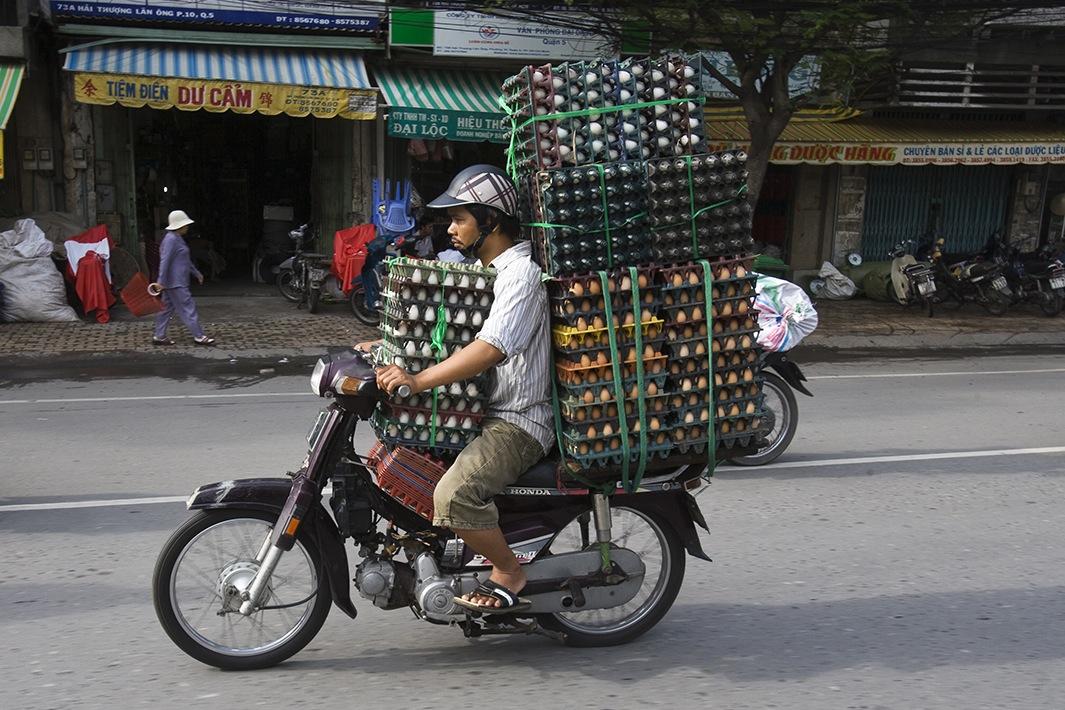 Находчивые вьетнамские мотоциклисты-23