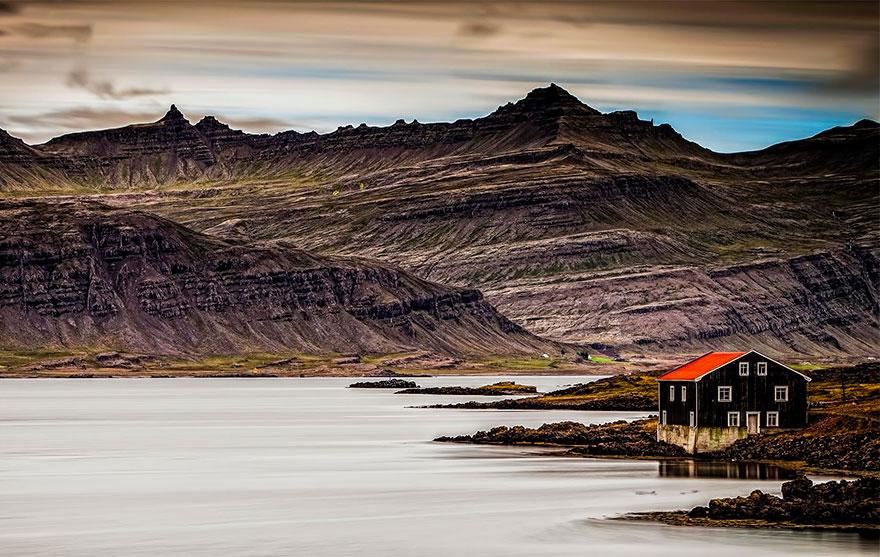 Дом у озера, Исландия