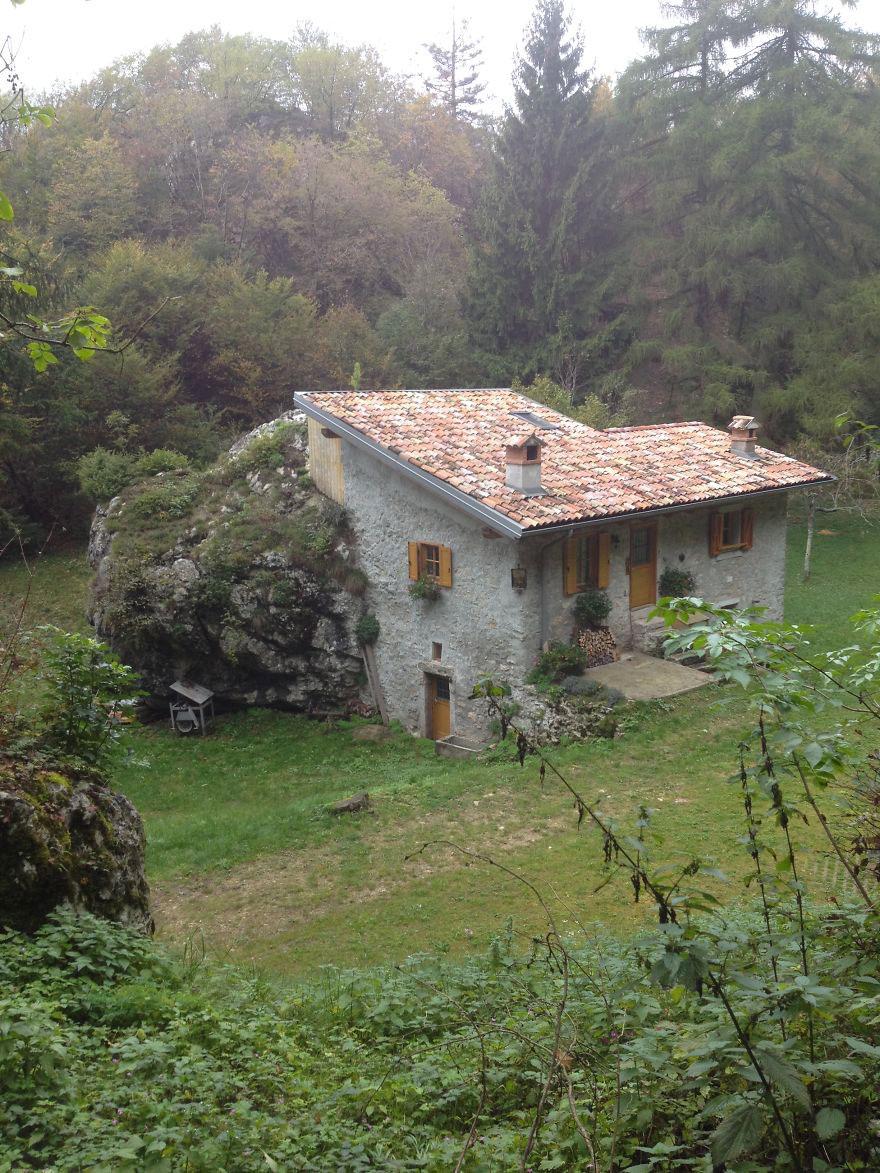 Каменный дом, Тенно, Италия