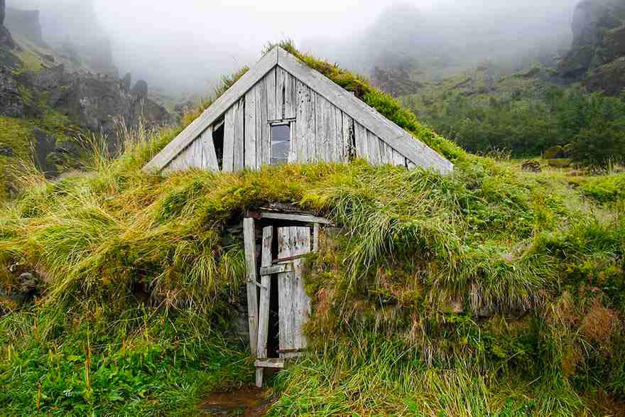 Дом, поросший травой, Исландия