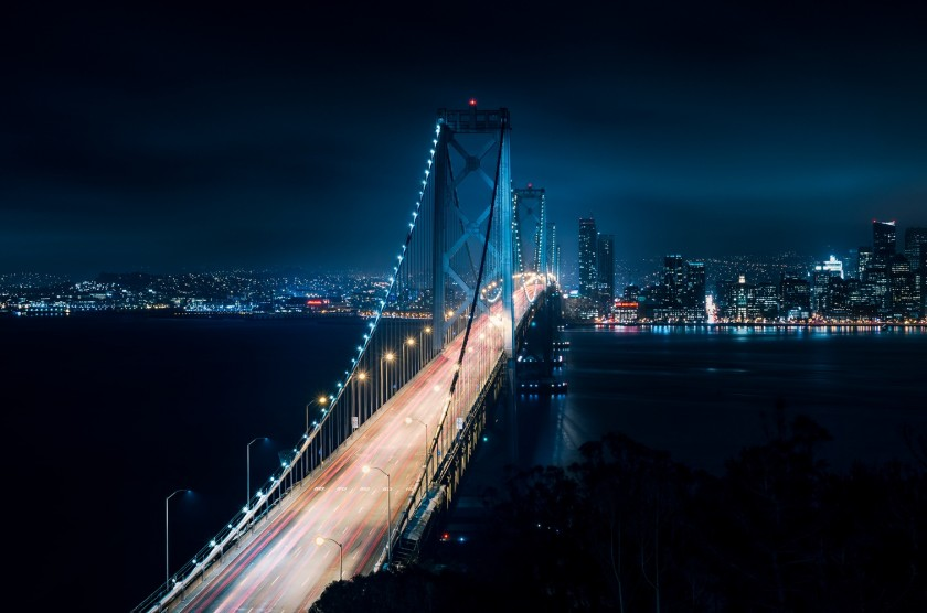 Мост над синим заливом