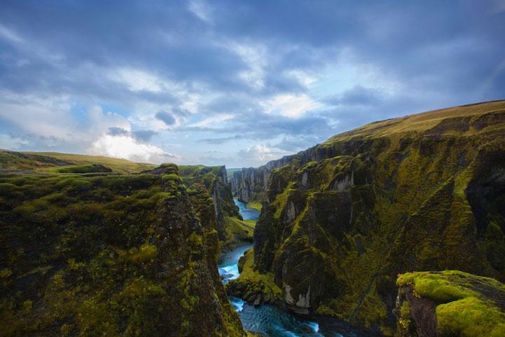 красивый каньон в Исландии
