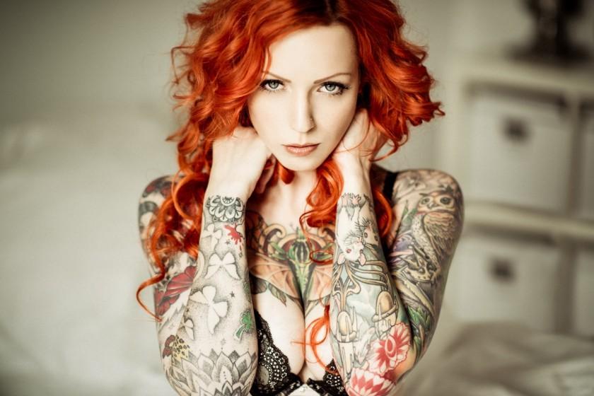 фото рыжих девушек с татуировкой