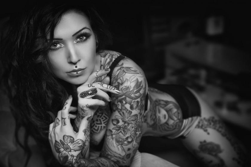 фото голіх телок в татуировках