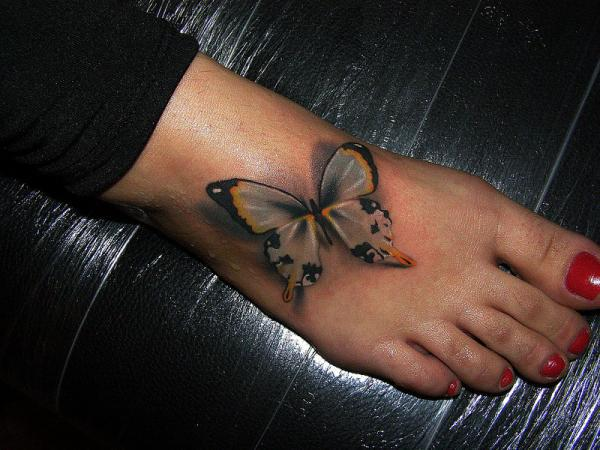 3d тату бабочки на ноге