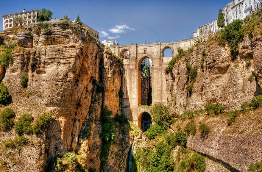 Старинные загадочные мосты со всего мира - 40 фото - 8