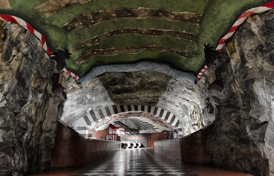 Samye-krasivye-stantsii-metro 23