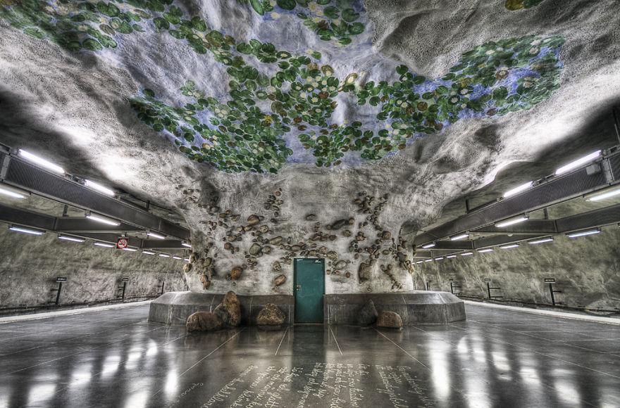 Samye-krasivye-stantsii-metro 35