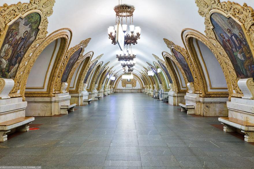 Samye-krasivye-stantsii-metro 4