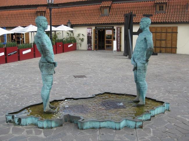 «Меряются» в Праге.