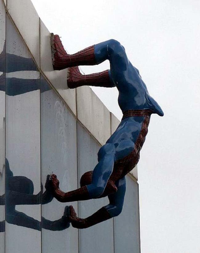 «Возбуждённый Человек-паук спешит на помощь» в Южной Корее.