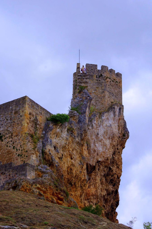 Фриас, провинция Бургос, Испания – деревня и замок на скале