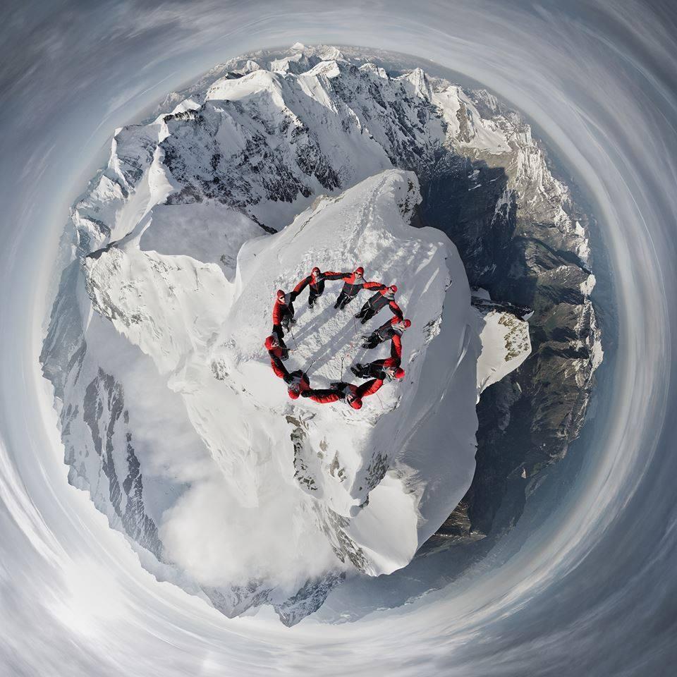 Девять альпинистов на вершине Юнгфрау