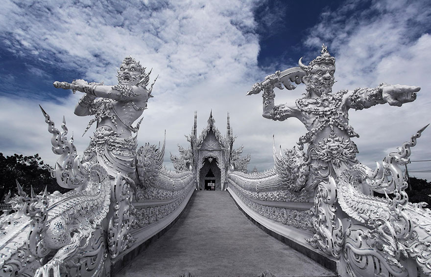 Белый храм в Таиланде-33
