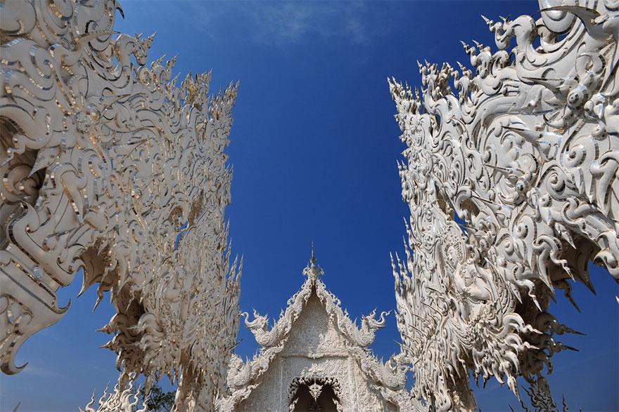 Белый храм в Таиланде-13