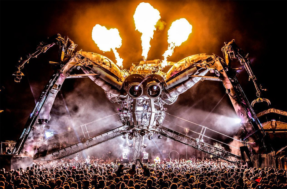 amazing-DJ-stage-at-music-festival