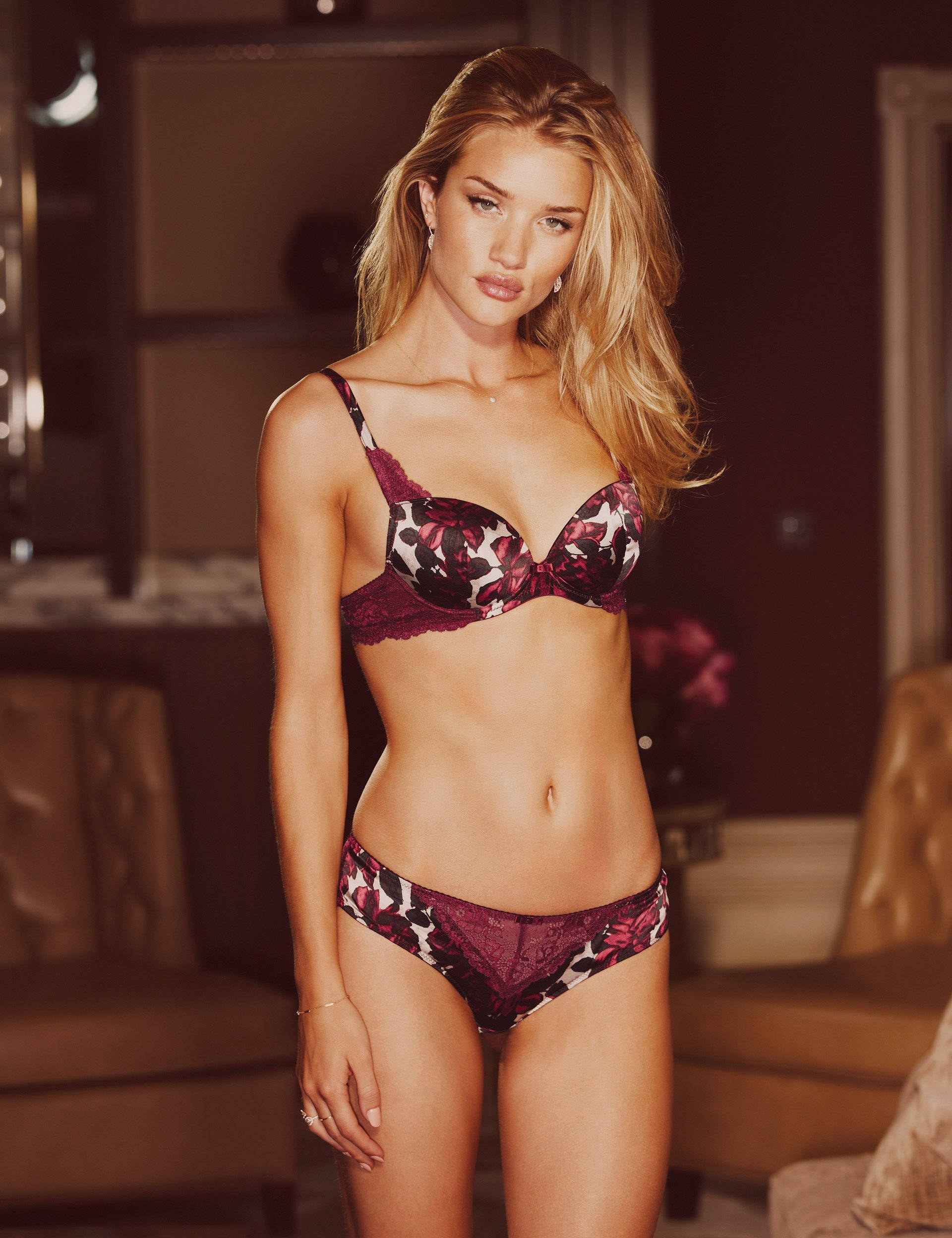 Rosie-Huntington-Whiteley-Autograph-lingerie-1