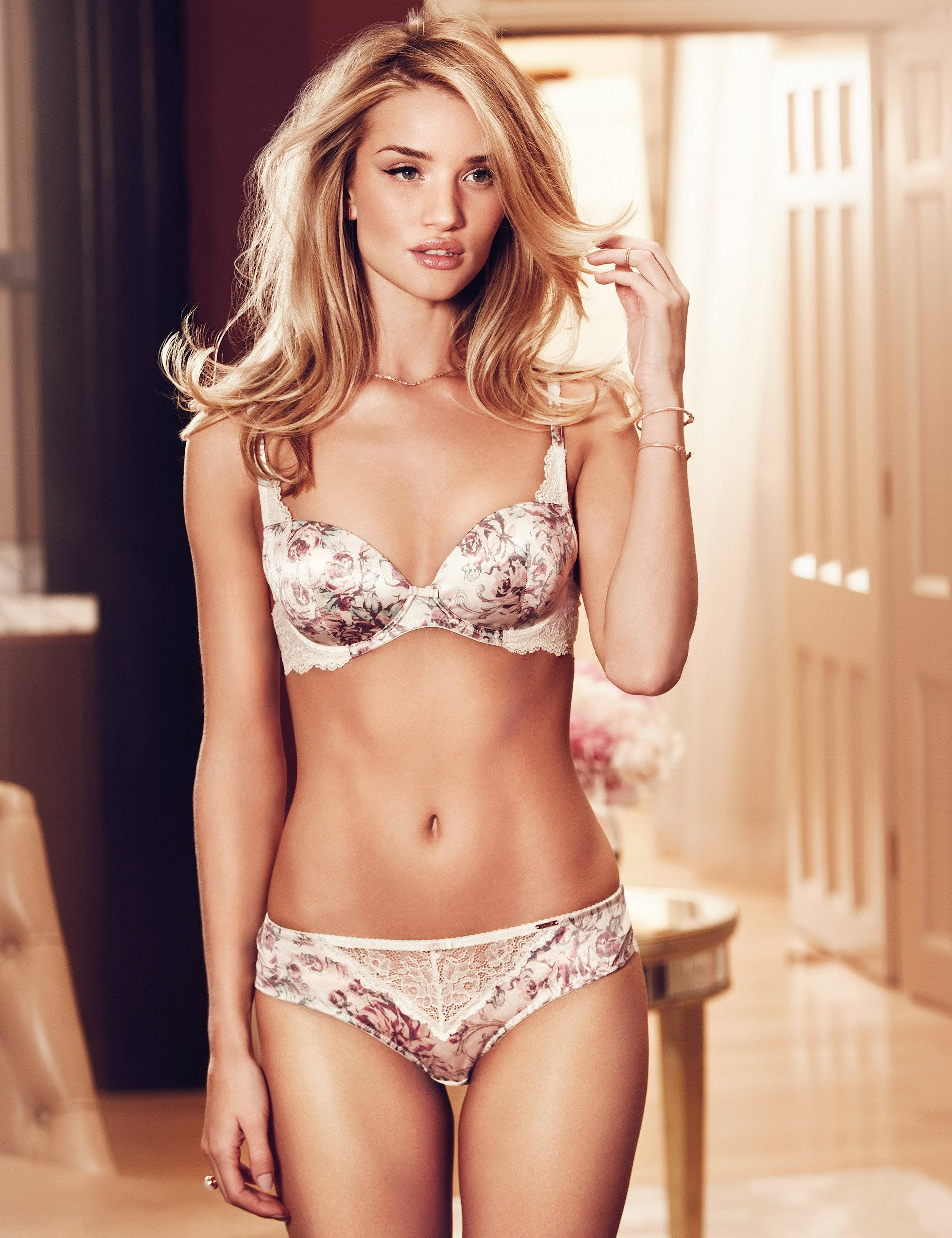 Rosie-Huntington-Whiteley-Autograph-lingerie-3