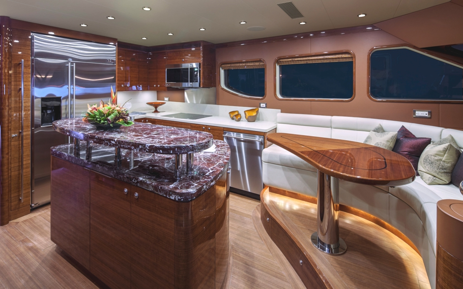 Luxury-Yacht-09