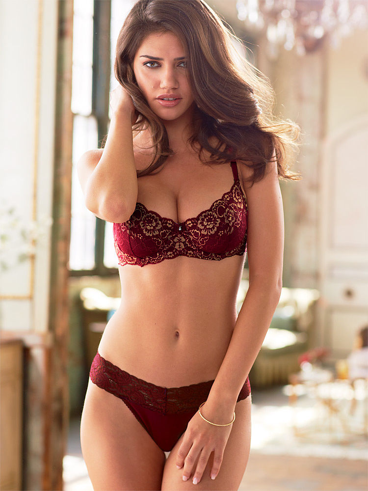 Nicoleta-Vaculov-Fredericks-of-Hollywood-lingerie-2