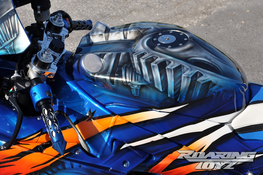 roaring-toyz-yamaha-r1-is-roaring-mad-photo-gallery 4