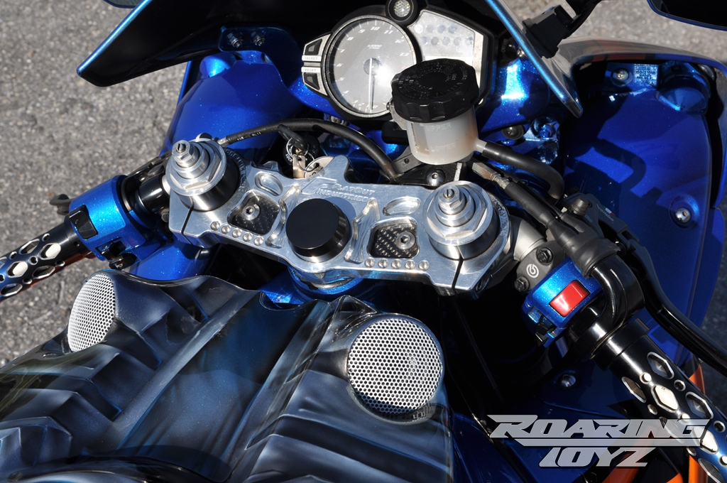 roaring-toyz-yamaha-r1-is-roaring-mad-photo-gallery 9
