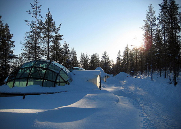 Hotel-Kakslauttanen-Glass-Igloo-Village-Hotel-in-Finland-4
