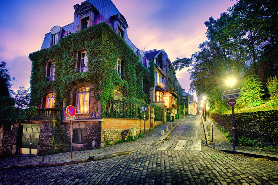 streets-of-paris-by-night