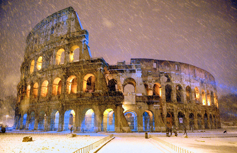 snowfall-over-colosseum-in-rome-italy