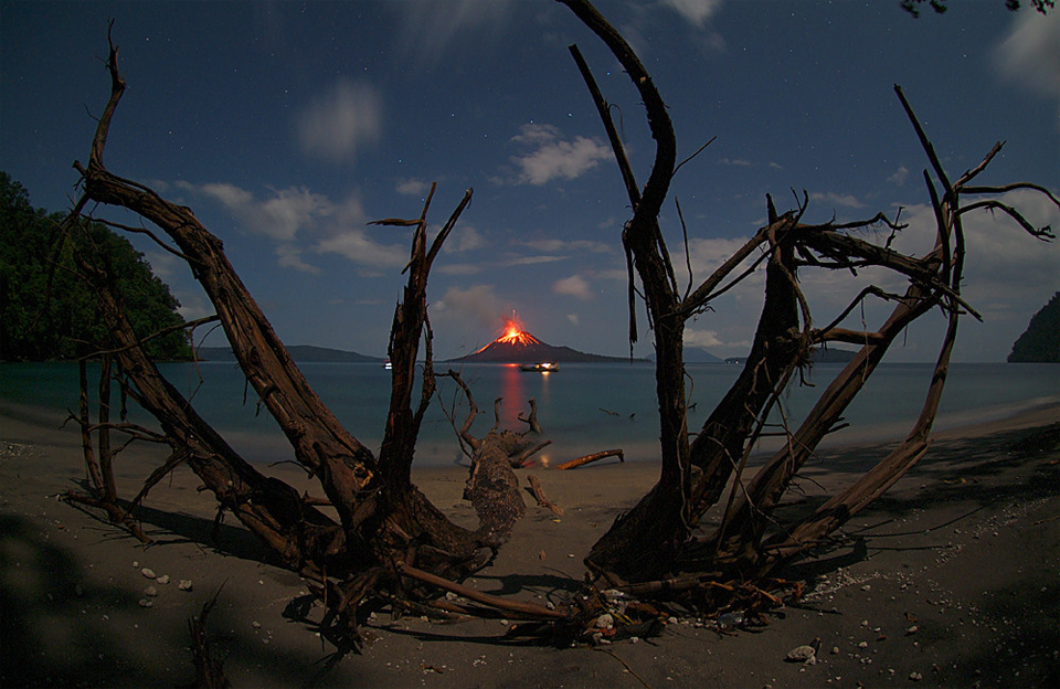 anak-krakatau-volcano-eruption