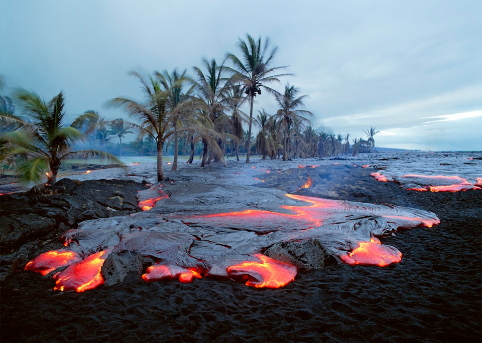 kamoamoa-volcano-beach-hawaii