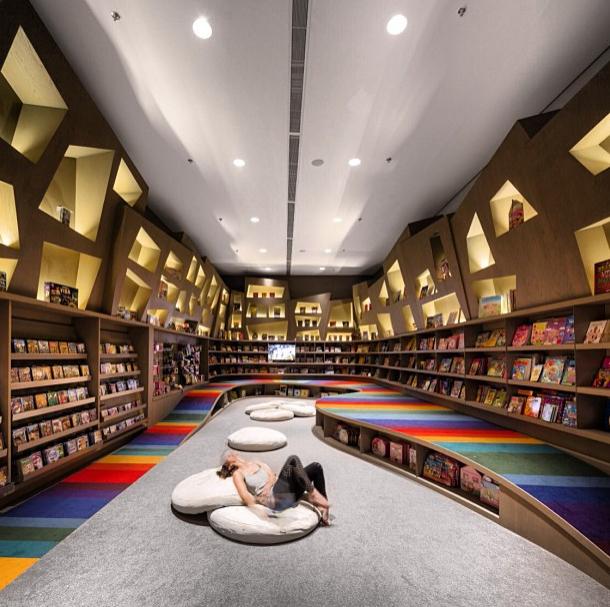 1-Arthur-Casas-Studio-Library