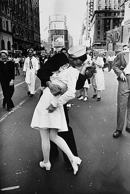 Legendary kiss VJ day in Times Square Alfred Eisenstaedt