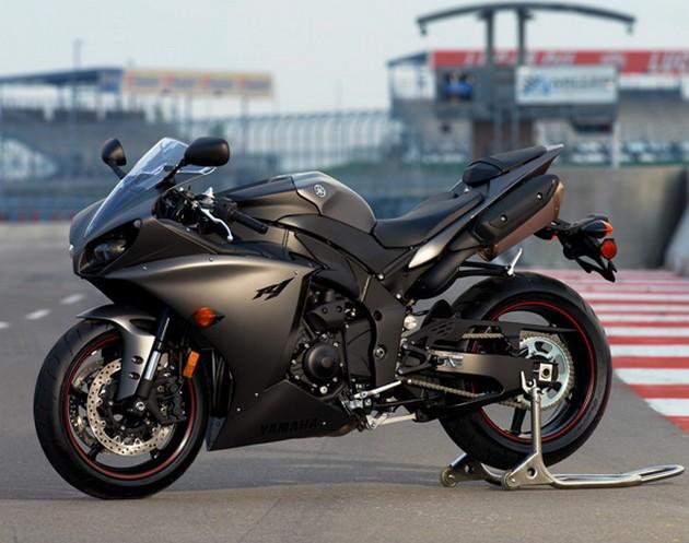 2013-Yamaha-YZF-R1-1